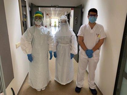 El hospital Reina Sofía de Córdoba recibe la primera remesa de material protector de una red empresarial y vecinal