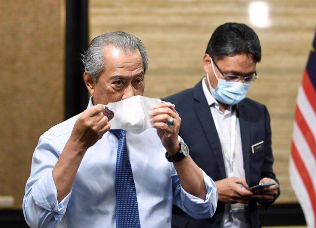 El primer ministro de Malasia, Muhyiddin Yassin, con mascarilla por el coronavirus