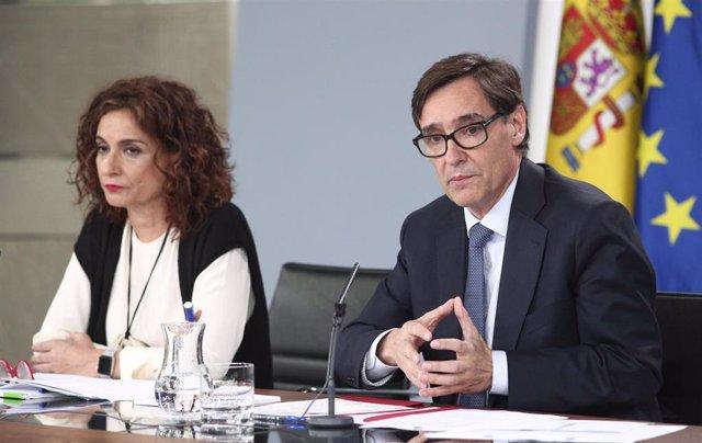 La ministra de Hacienda, María Jesús Montero, y el ministro de Sanidad, Salvador Illa durante la rueda de prensa posterior al Consejo de Ministros convocada ante los medios para informar sobre el coronavirus