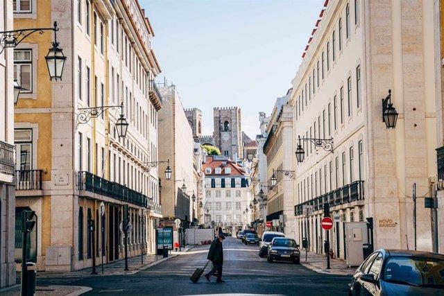 Vista de una calle de Lisboa durante la pandemia de coronavirus