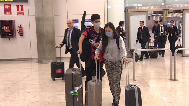 Pasajeros procedentes de un vuelo de Guayaquil con escala en París regresan a España.