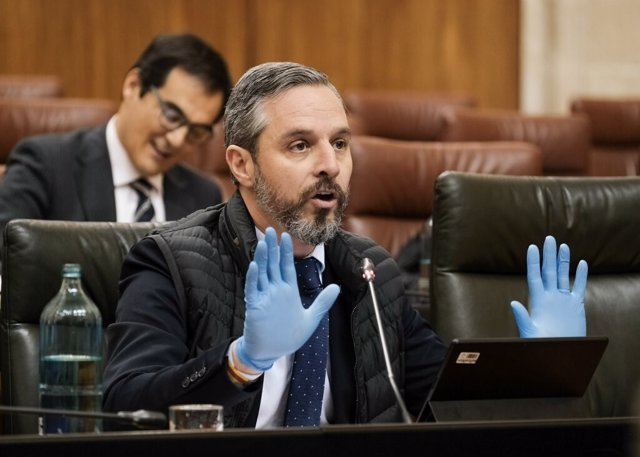 El consejero de Hacienda, Juan Bravo, comparece en la Diputación Permanente del Parlamento andaluz sobre la crisis sanitaria del coronavirus