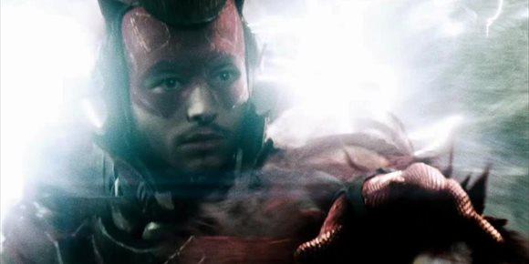 1. Zack Snyder revela quién hizo viajar a The Flash en el tiempo en Batman v Superman y cómo creaba el nuevo timeline de DC