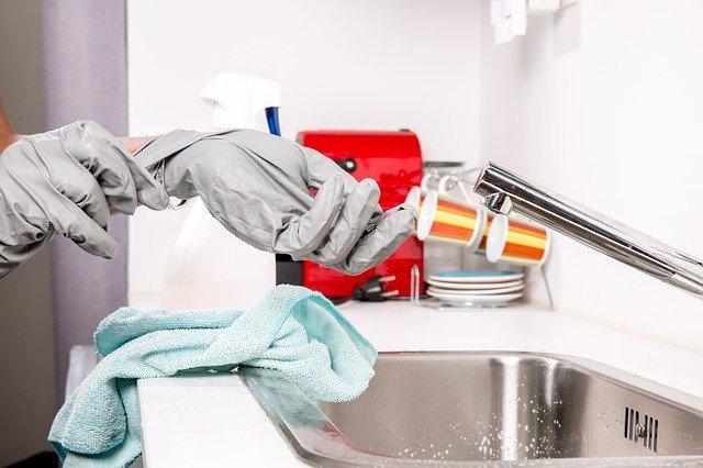 Limpieza del baño.
