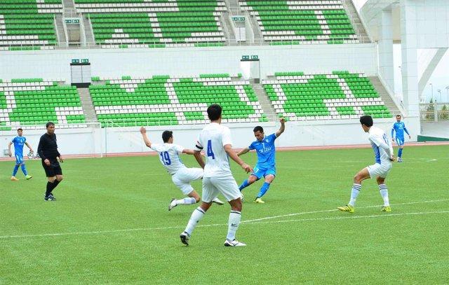 Un partido de fútbol de la Liga de Turkmenistán