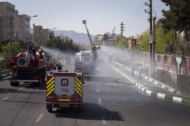 Trabajos de desinfección en la capital de Irán, Teherán, durante la pandemia de coronavirus