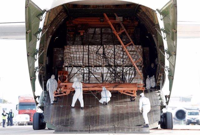 Octavo avión con material sanitario para la Comunitat