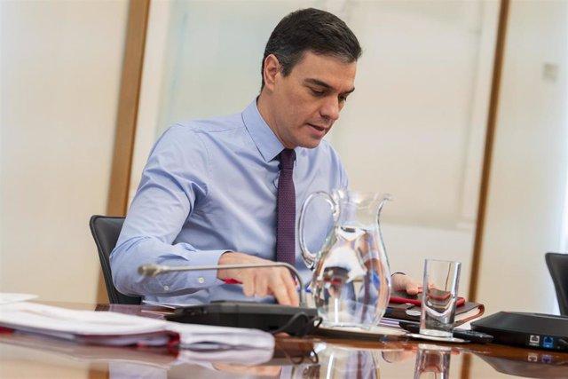El presidente del Gobierno, Pedro Sánchez, se reúne con los presidentes de las Comunidades y Ciudades Autónomas por videoconferencia, en Madrid (España) a 12 de abril de 2020.