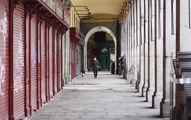 La Plaza Mayor de Madrid, vacía por el confinamiento