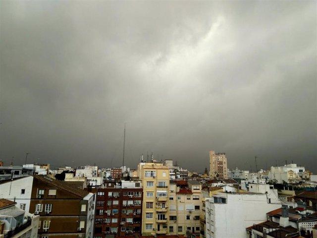 Cielo nublado en Valencia (Imagen de archivo)