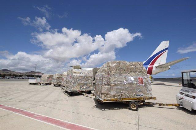 Sanidad recibe por tercer día consecutivo esta semana un nuevo cargamento con material sanitario adquirido por el Gobierno de Canarias