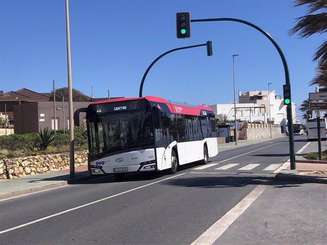 Imagen de un autobús urbano de Almería.