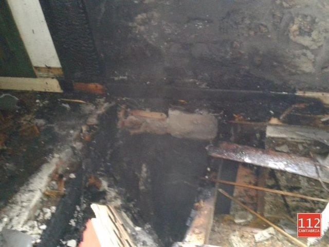 Fuego en una vivienda de Rasines