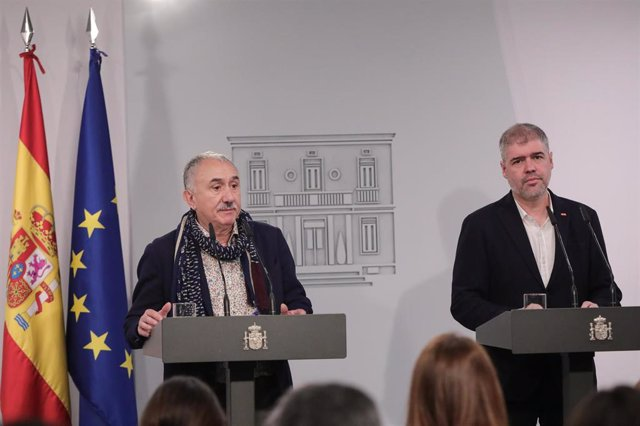 El secretario general de Comisiones Obreras (CCOO), Unai Sordo (dcha) y el secretario general de UGT, Pepe Álvarez (izq).