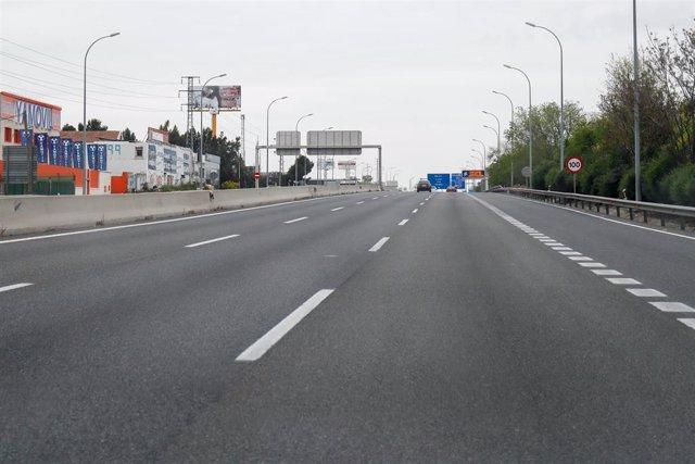 Imágenes de la A4 dirección Andalucía inusualmente vacía durante el Jueves Santo marcado por el confinamiento impuesto por el Estado de Alarma provocado por el coronavirus, COVID19. En Madrid (España) a 9 de abril de 2020.