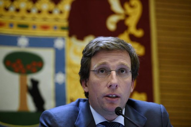 El alcalde de Madrid, José Luis Martínez-Almeida, informa en rueda de prensa de los acuerdos adoptados por el Ayuntamiento en relación con el brote de coronavirus, en Madrid (España), a 12 de marzo de 2020.