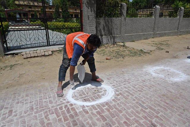 Coronavirus.- La Policía de India obliga a varios turistas a disculparse por esc
