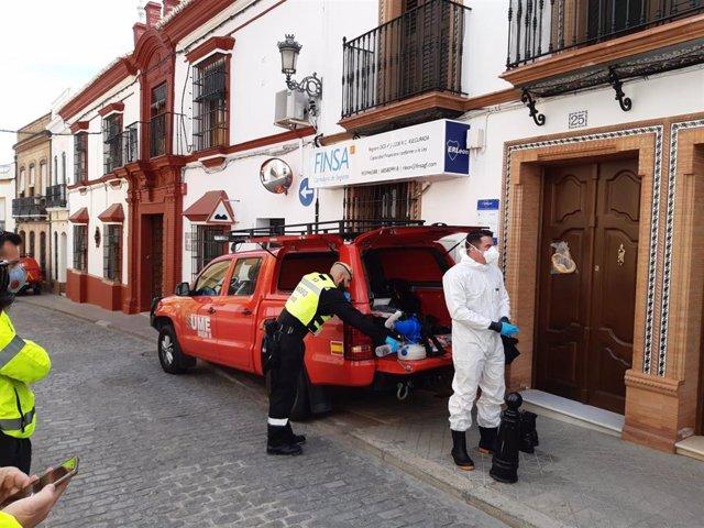 La UME desinfecta la residencia de mayores de El Viso del Alcor (Sevilla)