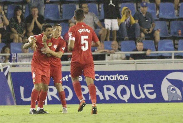 """Fútbol.- El CF Fuenlabrada suspende """"provisionalmente"""" los controles previstos e"""