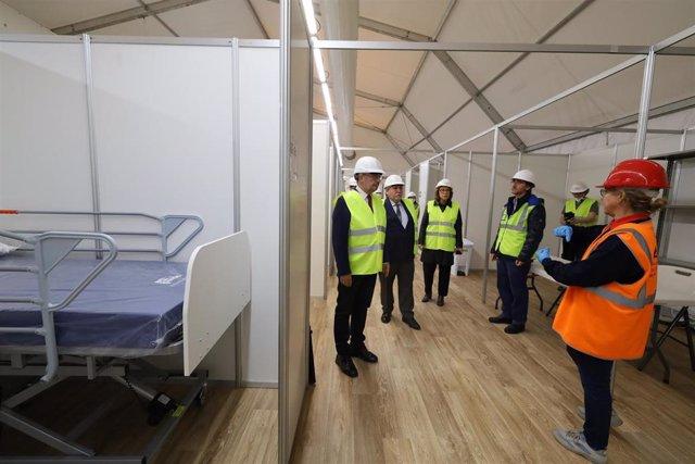 Foto de archivo de la visita del presidente del Gobierno de Aragón, Javier Lambán, del presidente de Feria Zaragoza, y de la consejera de Sanidad al hospital de campaña.