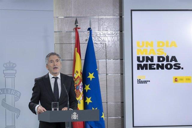 El ministro de Interior, Fernando Grande-Marlaska, comparece ante los medios para informar de las últimas novedades sobre el Covid-19 en España durante la cuarta semana de confinamiento. En Madrid, (España), a 11 de abril de 2020.