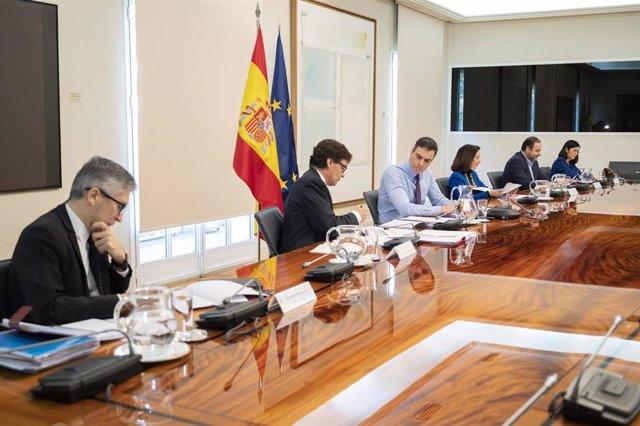 El ministro del Interior, Fernando Grande-Marlaska, en primer término en la reunión con los presidentes autonómicos para hacer frente a la Covid-19