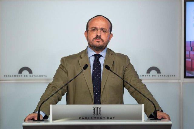 El portavoz del PP en el Parlament de Cataluña, Alejandro Fernández, ofrece una rueda de prensa tras la segunda parte del Debate de Política General en el Parlament el 26 de septiembre de 2019.