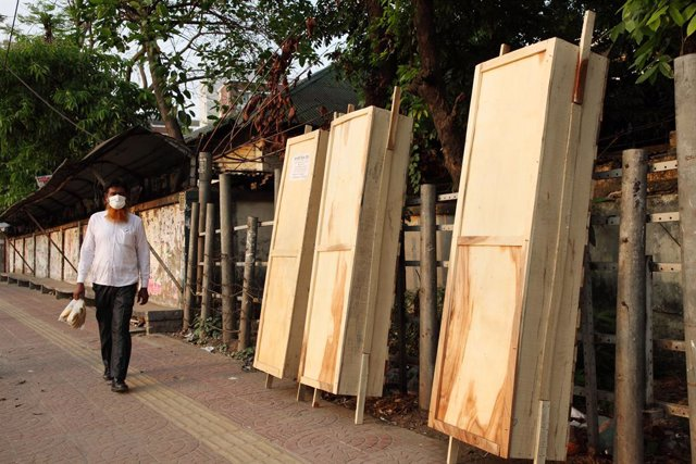 Coronavirus.- Un muerto por un enfrentamiento en una mezquita de Bangladesh por