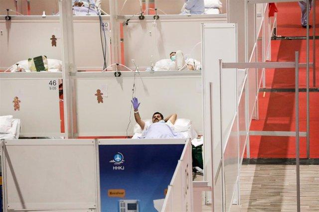 Pacientes en el interior del hospital de campaña montado en IFEMA para contagios con coronavirus, el mismo día en el que la presidenta de la Comunidad de Madrid, Isabel Díaz Ayuso, ha visitado el recinto, durante la cuarta semana de confinamiento en el pa