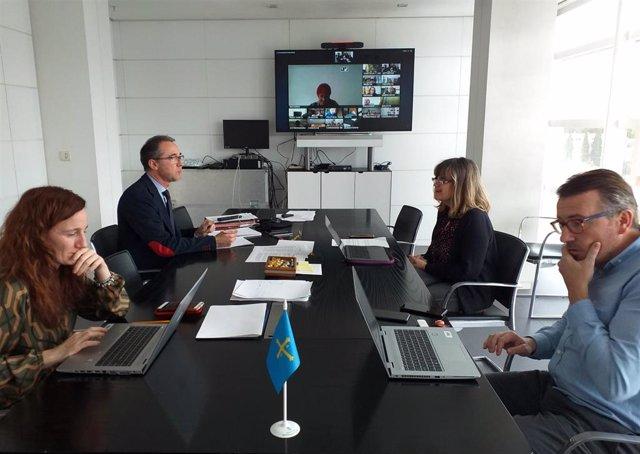 La directora general de Calidad, Elena Llorente; el consejero de Salud, Pablo Fernández Muñiz; la directora general de Política y Planificación Sanitarias, Lidia Clara Rodríguez; y el director de Cuidados, Sergio Vallés, en la reunión.