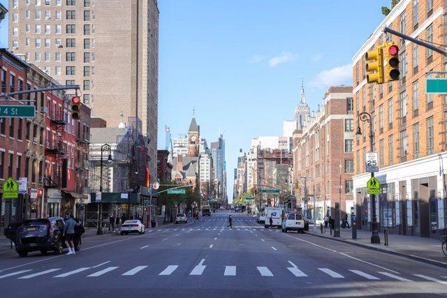 Una calle vacía en Manhattan por la pandemia del coronavirus.