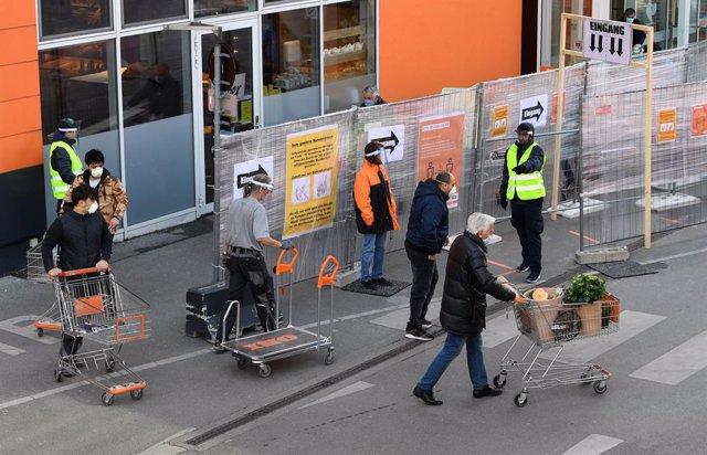 Coronavirus.- Austria reabre algunas tiendas para tantear la reactivación económ