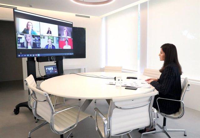 La Reina Letizia ha mantenido una videoconferencia con representantes de la Asociación Diabetes Madrid y Fundación para la Diabetes con el objetivo de conocer las recomendaciones que deben seguir las personas diabéticas ante la crisis del coronavirus