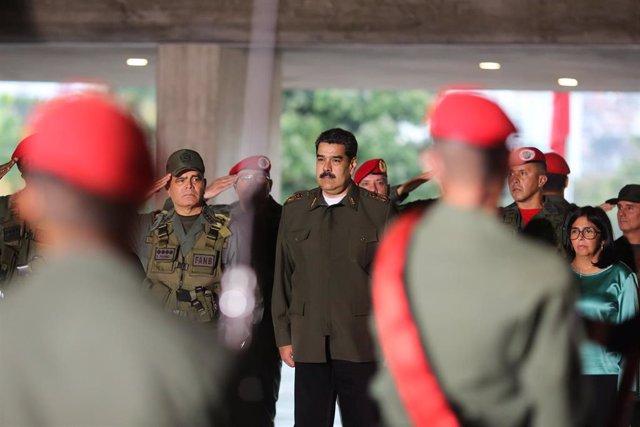 El presidente de Venezuela, Nicolás Maduro, junto a militares (Imagen de archivo)