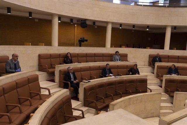 Sesión constitutiva de la Comisión del COVID en el Parlamento de Cantabria