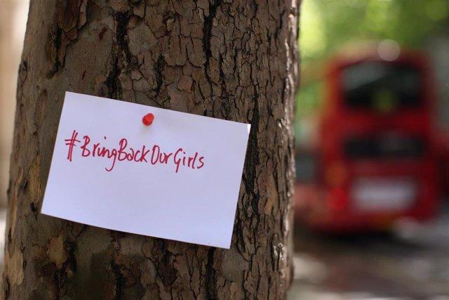 Cartel de #BringBackOurGirls para reivindicar la liberación de las niñas secuestradas en Chibok por Boko Haram en abril de 2014