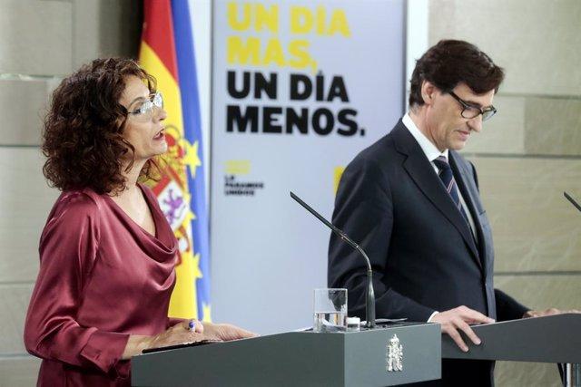 La ministra d'Hisenda i portaveu del Govern, María Jesús Montero, i el ministre de Sanitat, Salvador Illa, durant la roda de premsa posterior al Consell de Ministres