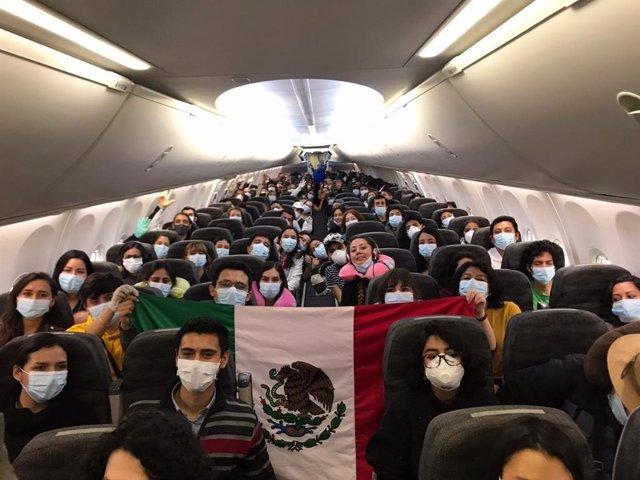 Vuelo de repatricación organizado por Argentina, Uruguay, México y Chile en medio de la pandemia del coronavirus