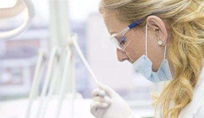 Los dentistas piden al Gobierno que garantice el material protector y frene la especulación de precios
