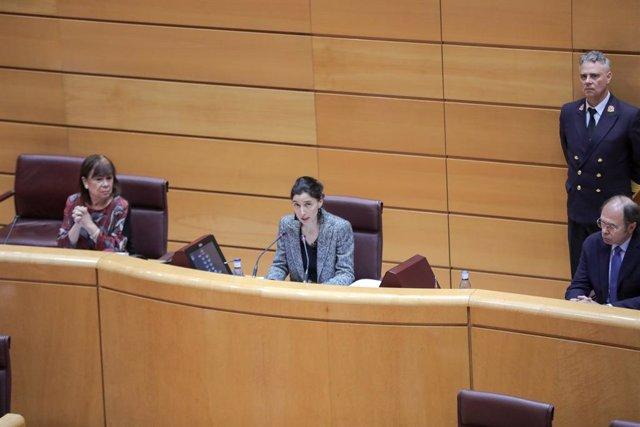 La vicepresidenta primera del Senado, Cristina Narbona (1i); el vicepresidente del Senado, Pío García Escudero (1d); y la presidenta de la Cámara Alta, Pilar Llop (2i),