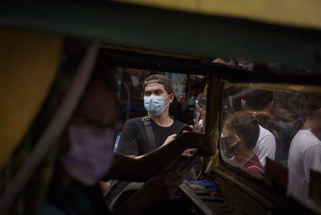 Coronavirus.- Un senador filipino levanta la polémica por violar la cuarentena p