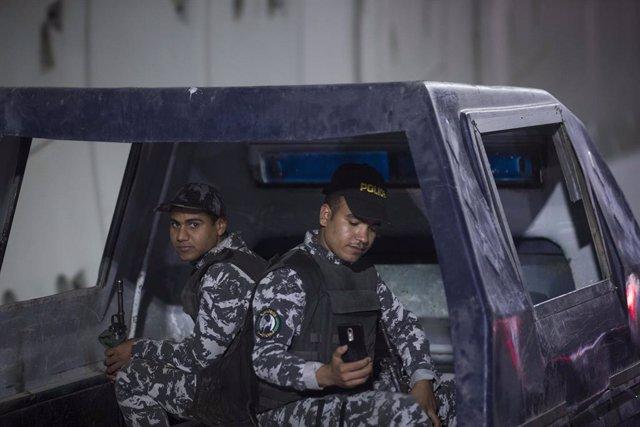 Egipto.- Muere un policía de Egipto durante una redada contra una presunta célul