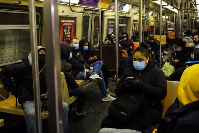 Coronavirus.- EEUU alcanza la cifra récord de más de 2.370 muertes por coronavir
