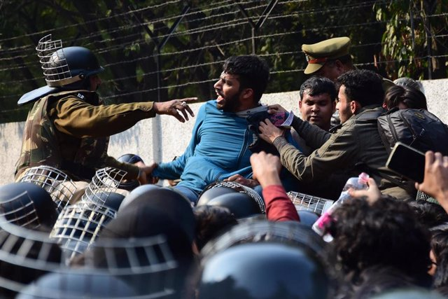 HRW ha alertado del uso indiscriminado de las leyes antiterroristas por parte de las autoridades de India para detener a activistas, periodistas, y otras voces críticas con el Gobierno de Narendra Modi.