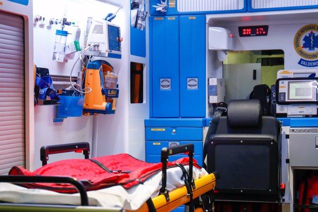 Interior de una ambulancia del servicio de ambulancias del Valdemoro, en plena crisis del coronavirus donde el personal sanitario está trabajando a destajo. En Valdemoro, Madrid, (España), a 15 de abril de 2020.