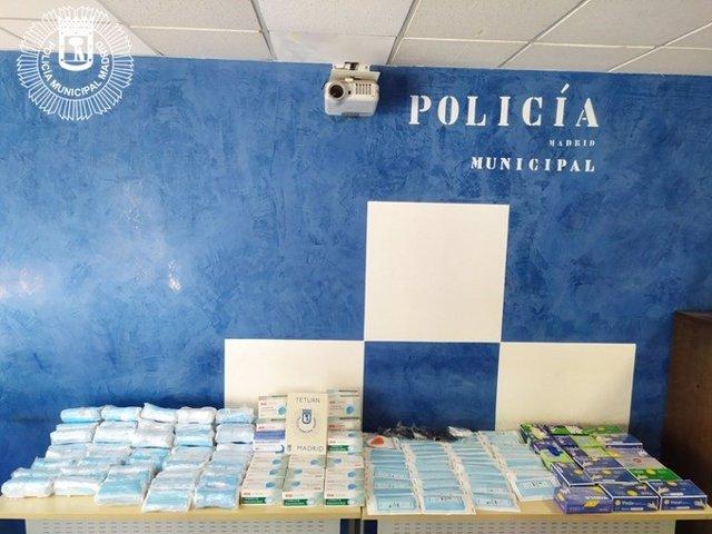 Imagen de mascarillas, guantes y geles hidroalcohólicos requisados por la Policía Municipal de Madrid.