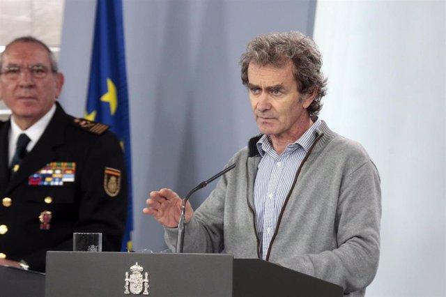El director del Centro de Coordinación de Alertas y Emergencias Sanitarias del Ministerio, Fernando Simón, interviene en la rueda de prensa convocada