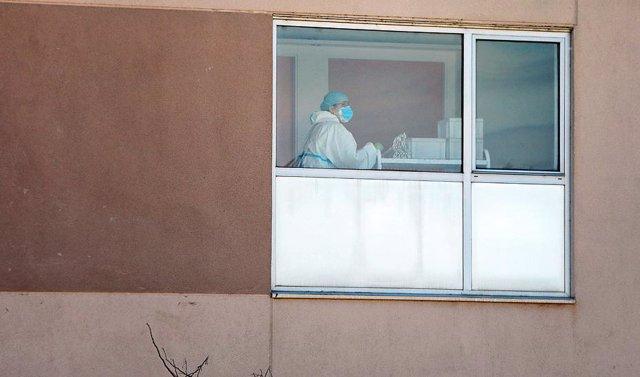 Un trabajador de un centro residencial andaluz