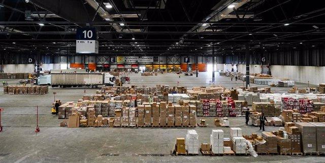 Imagen del centro logístico con material sanitario en Ifema.