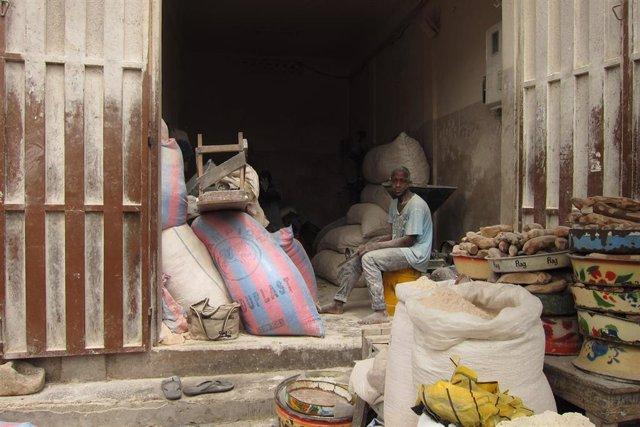 Niños y jóvenes sufren explotación laboral en el mercado de Dantokpa, Benín